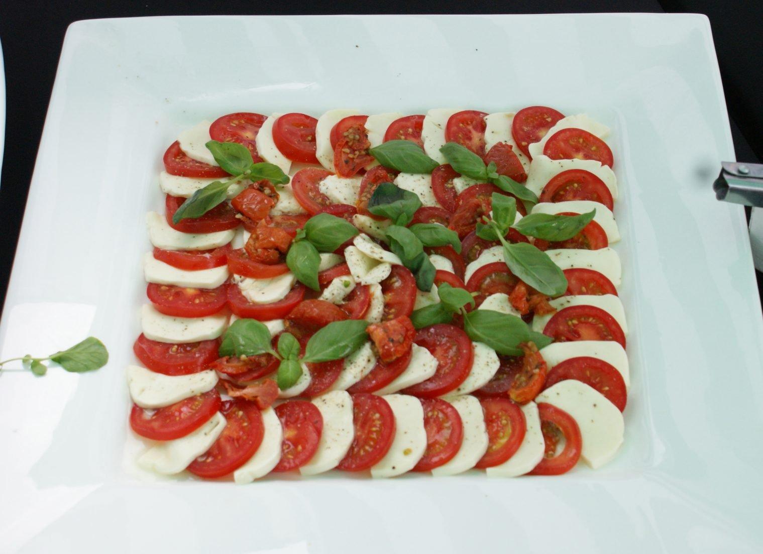 Italiaans buffet mozzarella ne tomaat