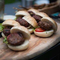 Mini hamburger van gerijpt M.R.IJ rundvlees