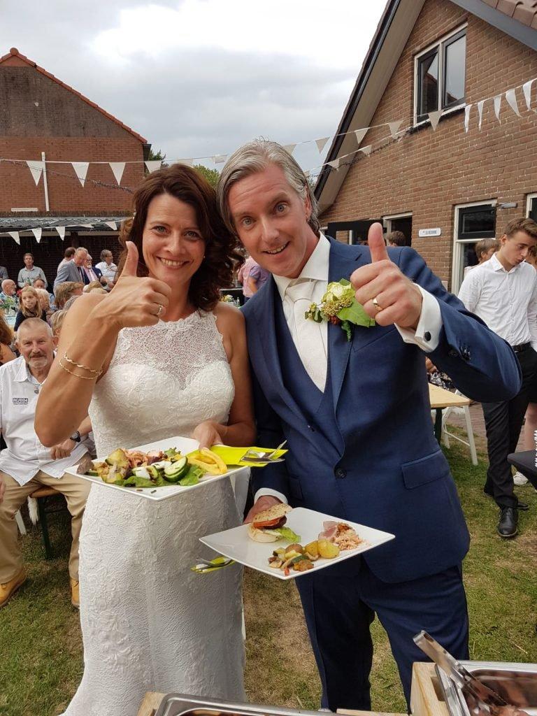 Bruidspaar festivalstijl