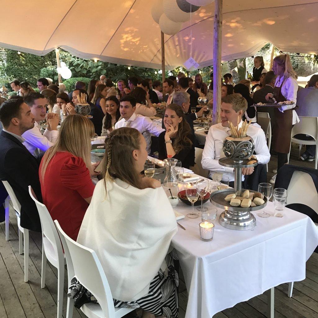 Bruiloft sharing dinner 1