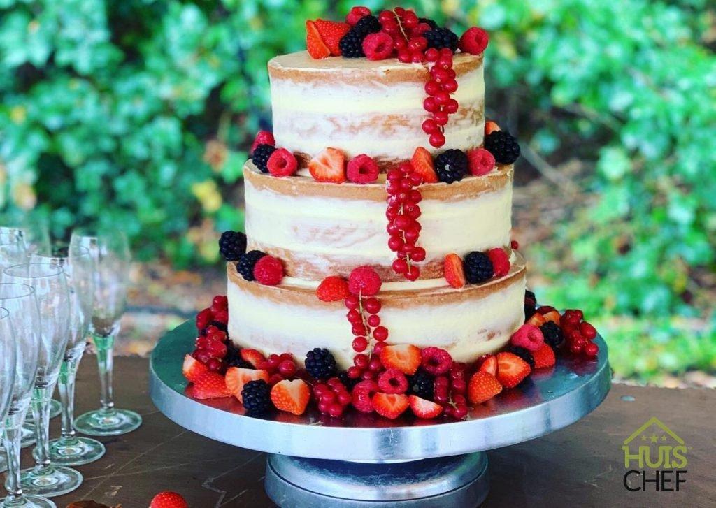 Bruidtaart Naked cake met rood fruit