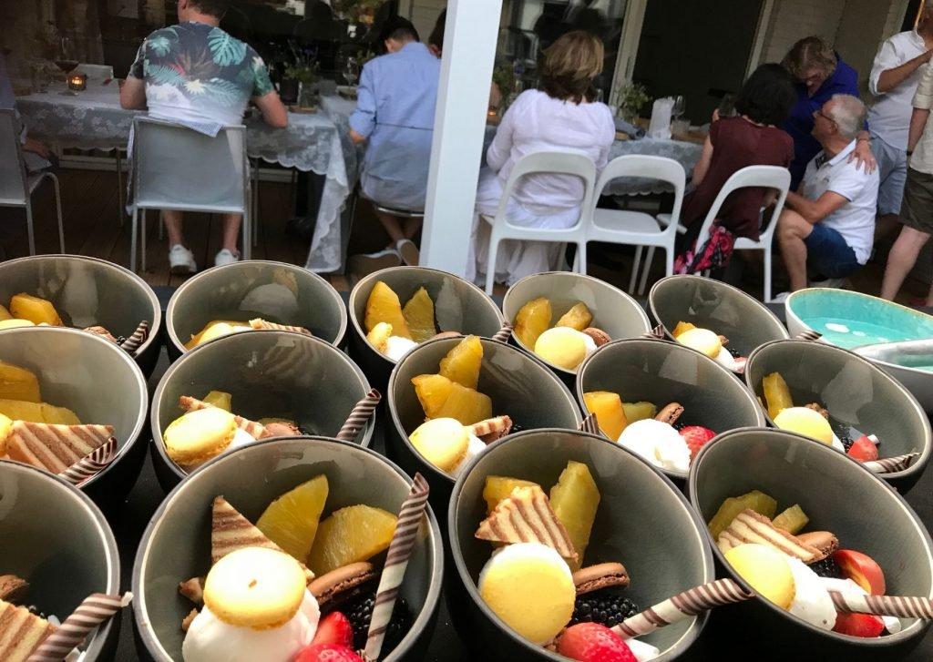 Gegrilde ananas dessert van de BBQ